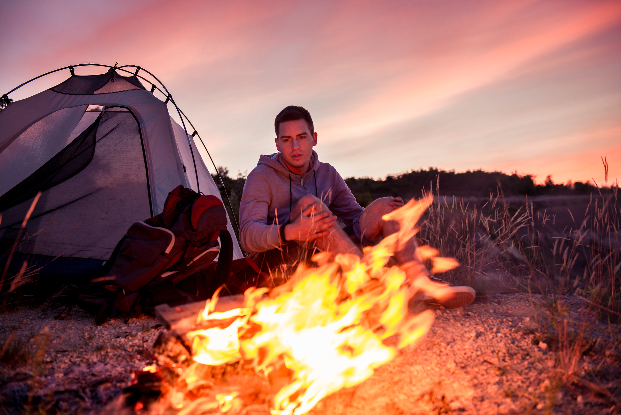 Mand på telttur